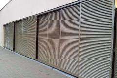 Schiebeläden aus Aluminium: Aula in Potsdam